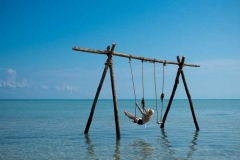 swing-in-the-ocean-at-andbeyond-benguerra-island-in-mozambique_jpg_950x0